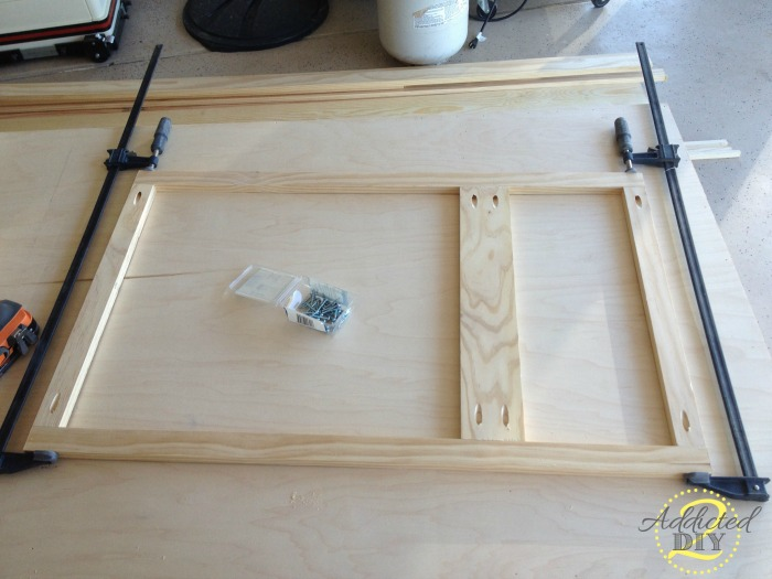 Diy kitchen island addicted 2 diy for Building kitchen cabinets with kreg jig