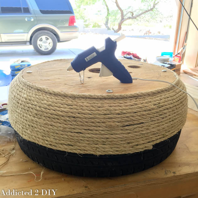 Turn an old tire into a gorgeous planter addicted 2 diy i kept working my way around the tire trying to keep the rope tightly wrapped this step takes a little bit of time so i ended up taking the tire into the solutioingenieria Images