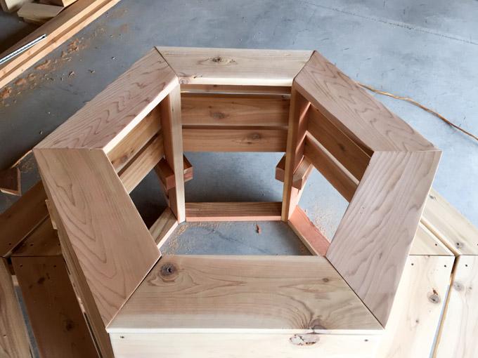 attach cedar bench top