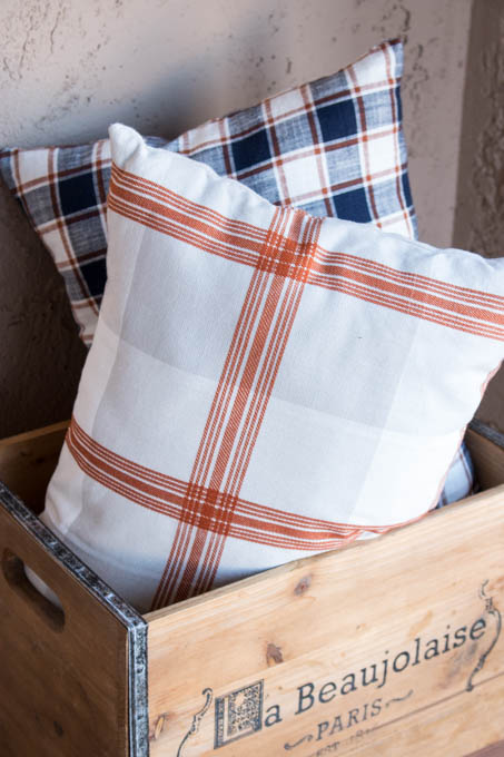 Pretty dishtowels turn into simple fall pillows using this easy to follow tutorial. If you can sew a straight line, you can make these pillows!