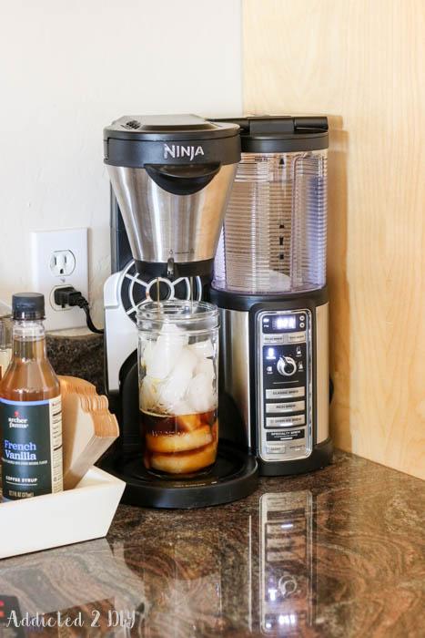 making iced coffee / Ninja Coffee Bar / addicted2diy.com