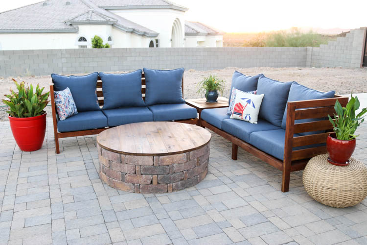 Today Iu0027m Partnering With Thompsonu0027s WaterSeal To Bring The Indoors Out And  Share This Beautiful DIY Outdoor Sectional Sofa To Help Make Your Backyard  ...