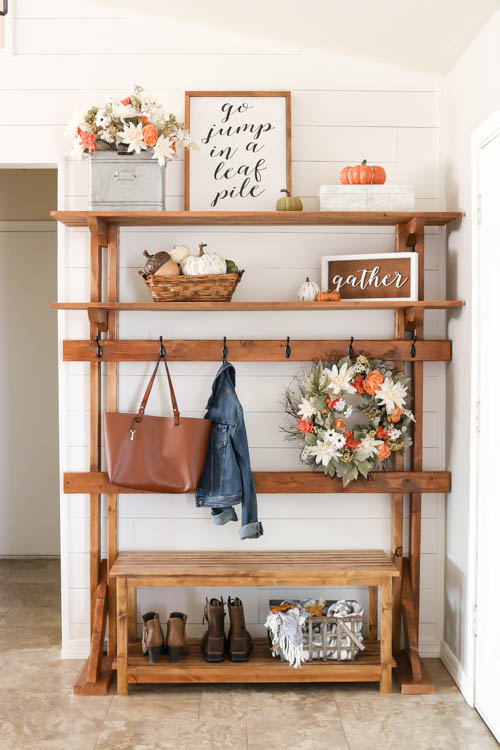Farmhouse Fall Entryway Decor