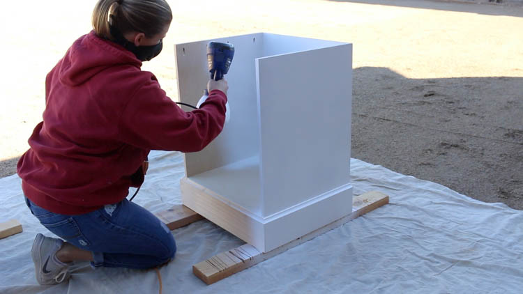 painting cabinet base-2